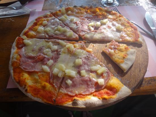 Paladar Nonna Tina: Ham & Pineapple Pizza