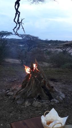 Tanganyka Wilderness Camps: lagerfeuer beim kati kati camp