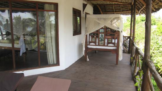 Fantastisk altan med udendørs seng - Billede af Tamani Villas, Matemwe LH74