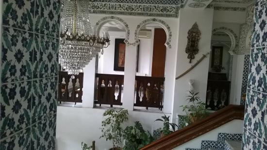 Dar Diaf Alger : entree de l hotel ( reception)