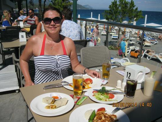 Barut Kemer : обед в ресторане на пляже, о-о-очень вкусно