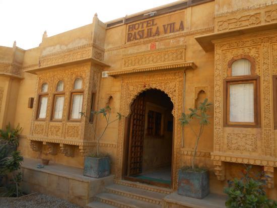 Hotel Raslila Vila: Front View