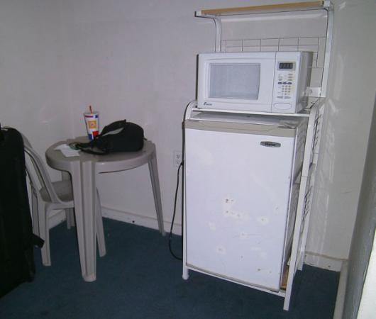 Villa Verde Inn: Patio furniture