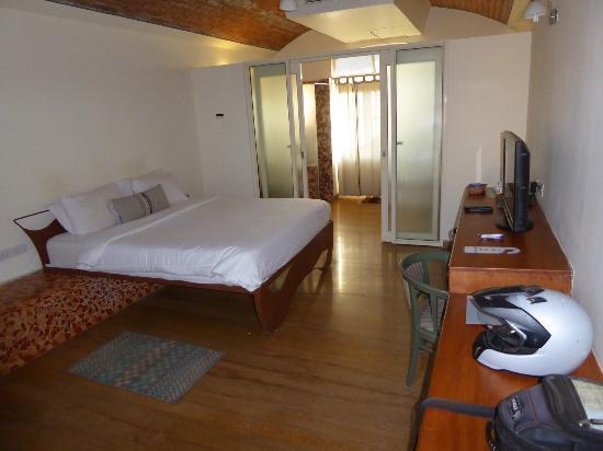 Orritel Village Square: Standard (I believe) double room.