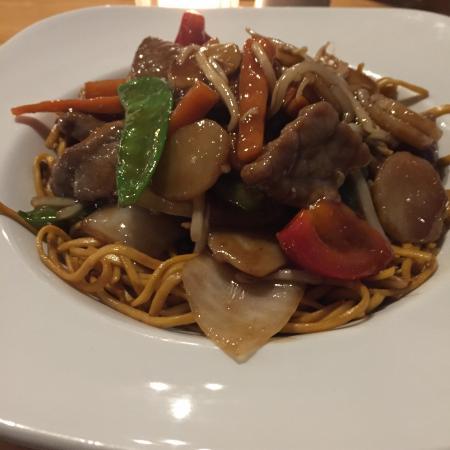 Yo Yo Bar & Restaurant: Beef chow mien
