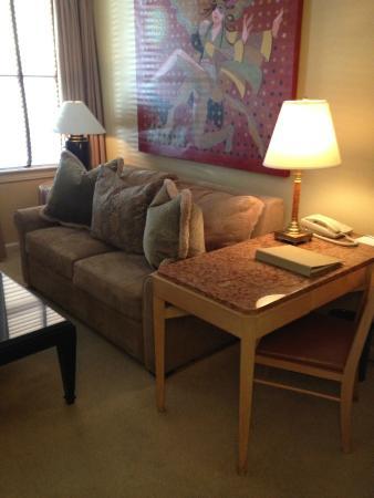 Hotel De Anza: Comfy couch