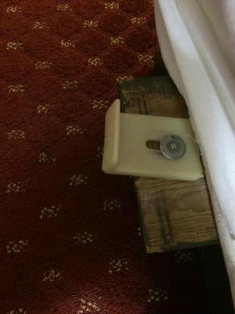 Days Inn & Suites Coralville: Torture device under bedskirt