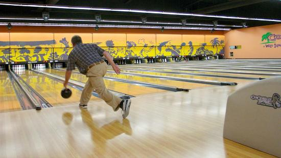 Wild Island Family Adventure Park : Bowling ally