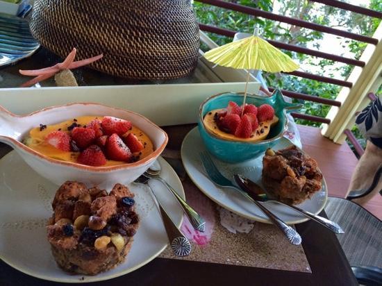 Waipio Rim: Morning breakfast