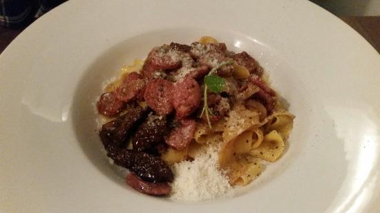 Q Verde: Sausage , sundried tomato pasta
