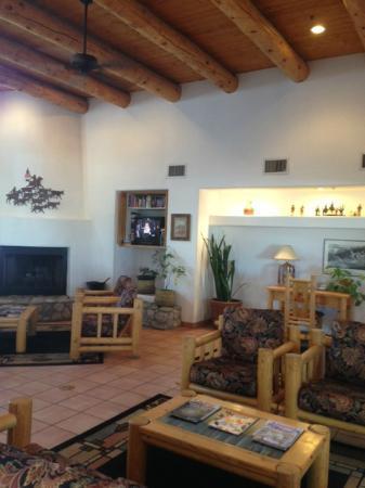 Los Viajeros Inn: Lobby