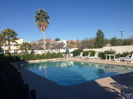 Los Viajeros Inn: Morning pool and Hot tub