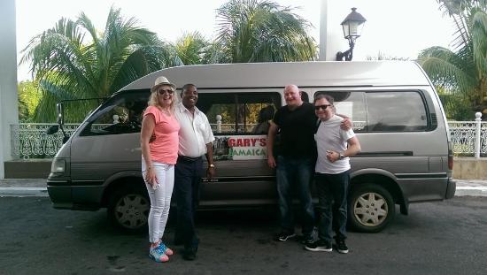 Gary's Jamaican Taxi & Tours: Dropping us off at RIU Palace, Negril