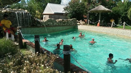 Termas Villa Elisa: Pileta con olas de agua frìa