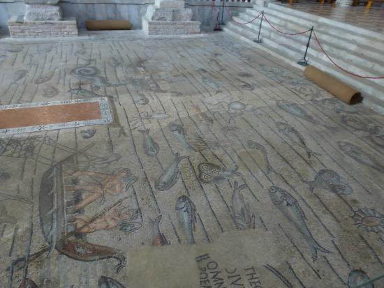 Basilica di Aquileia: El piso del interior de la Basilica.