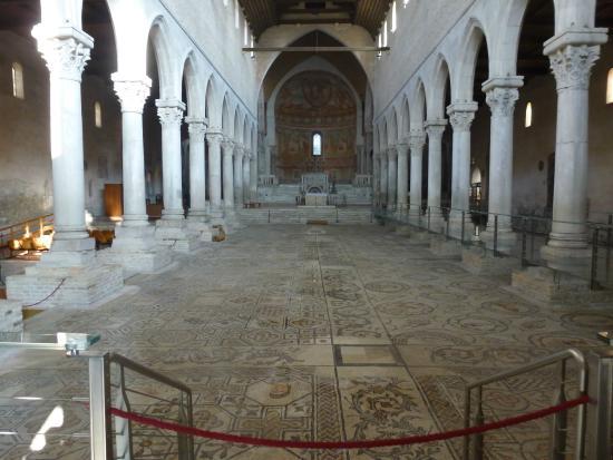 Basilica di Aquileia: El interior de la Basilica.