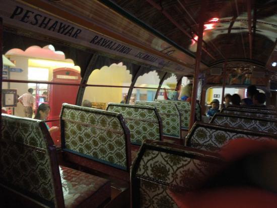 Canadian Children's Museum: Dentro de um ônibus indiano!!!