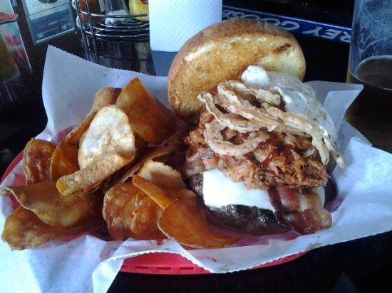 Chrome Bar & Grill: Fat Boy Burger an Beer!!!!!