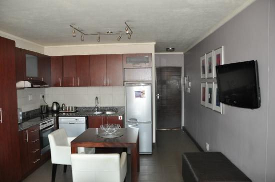 Absolute Farenden Serviced Apartments : Executive apartment kitchen and dining area