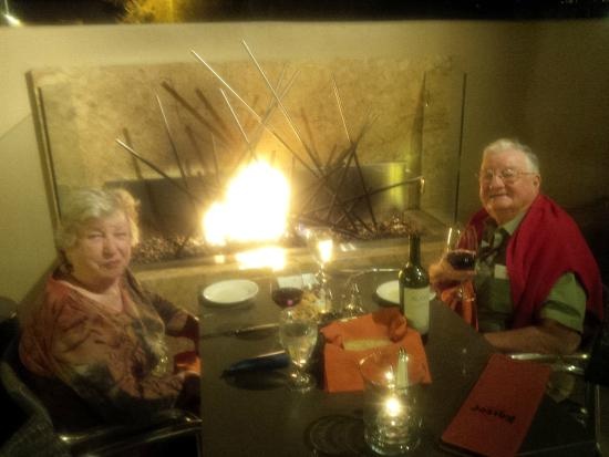 Kaiser Grille Palm Springs : Relaxing by the fire under the stars