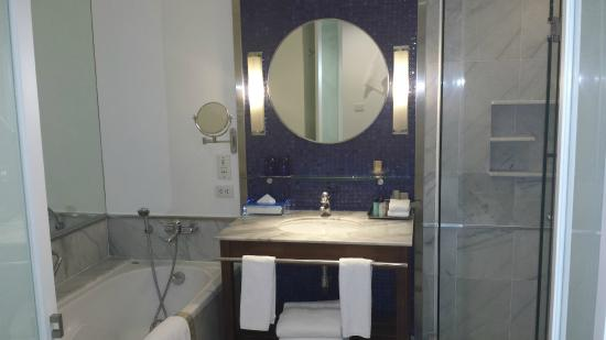 Triple Two Silom: Smart bathroom