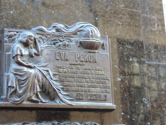 Buena Onda Free Tour: Burial plaque