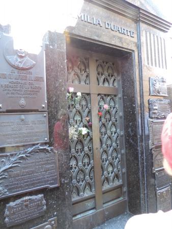 Buena Onda Free Tour: Eva Peron's family mausoleum