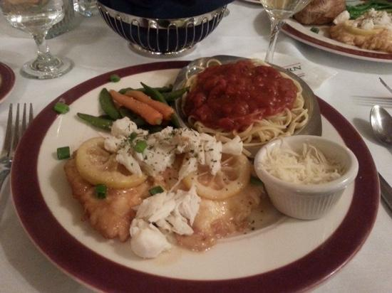 Pine Barn Inn: Lemon chicken with crab meet exceeded our expectations!