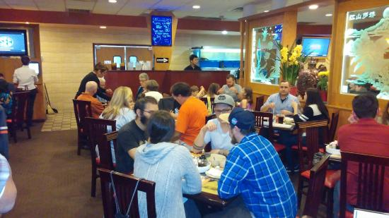 Din Ho Chinese BBQ: Prepare to wait in line