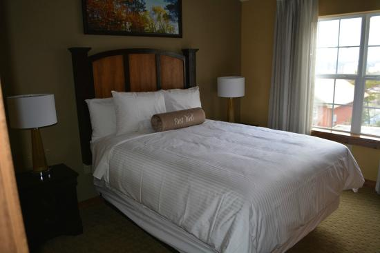 The Lodges at The Great Smoky Mountains : Guest Bed