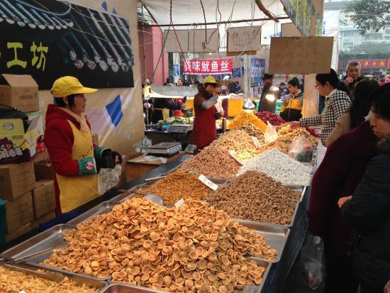 Chongqing People's Square: ตลาดนัด