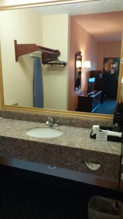 Quality Inn: New granite vanities