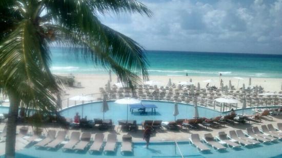 Playacar Palace: Vista da entrada do hotel depois de passar pela recepção. Lindo!