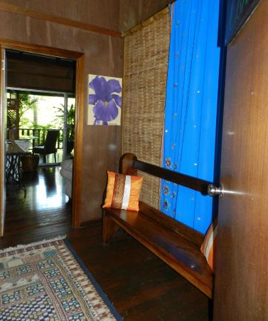 Oskar's Rainforest Retreat Bed and Breakfast: Oskar's entrance