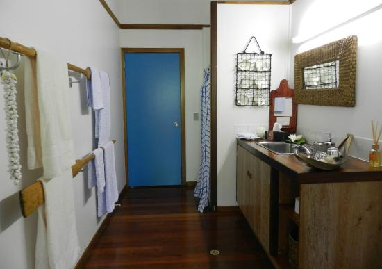 Oskar's Rainforest Retreat Bed and Breakfast: Our newly renovated bathroom