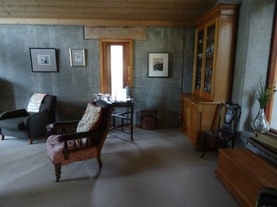 Silverpine Lodge: reading room