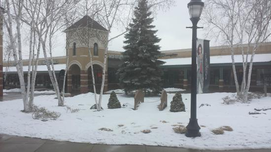 Grove City Premium Outlets: Beautiful with snow