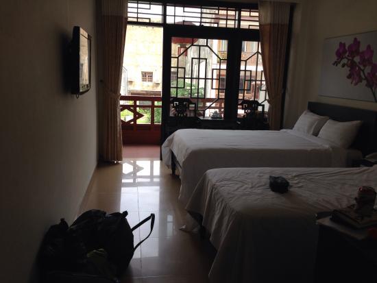 Thanh Binh III Hotel: Balcony twin