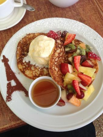 Coolum Beach, Australia: Gluten Free Pancakes with Fruit