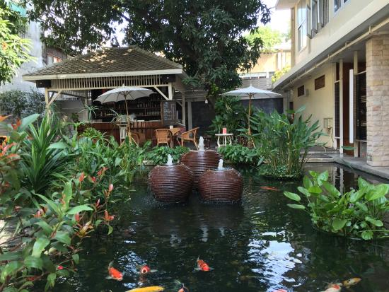 Feung Nakorn Balcony Rooms & Cafe: oasis in the city