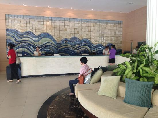 Cha-Am Methavalai Hotel: Lobby and reception