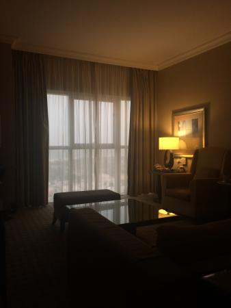 Sheraton Khalidiya Hotel: spacious living room (suite)