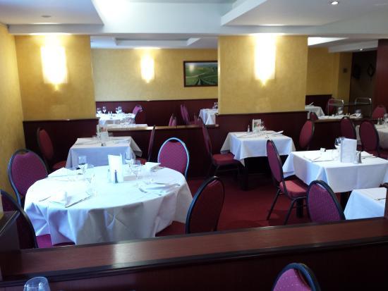 La Cour des Rois - Tours Sud : Une des salles du restaurant