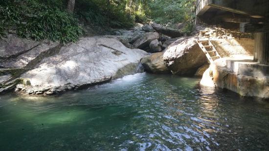 Aninuan Falls: Pool area