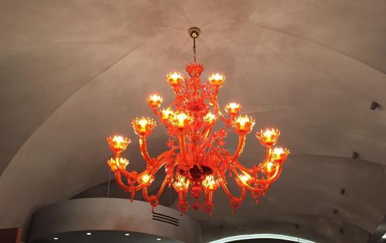 Bistro Zvezda: Specatular orange chandelier