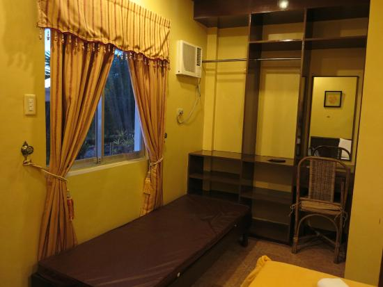 Mt. Tapyas Hotel: Spacious room