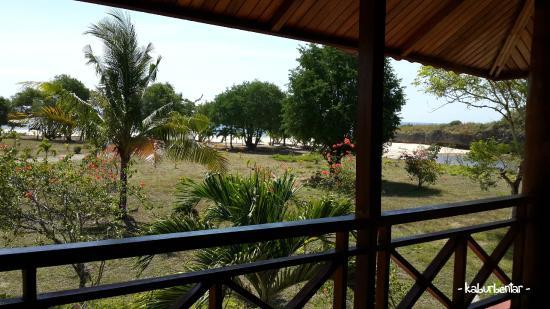 Newa Sumba Resort: Pantai Newa di depan kamar