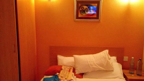 Mvuli House: Bedroom