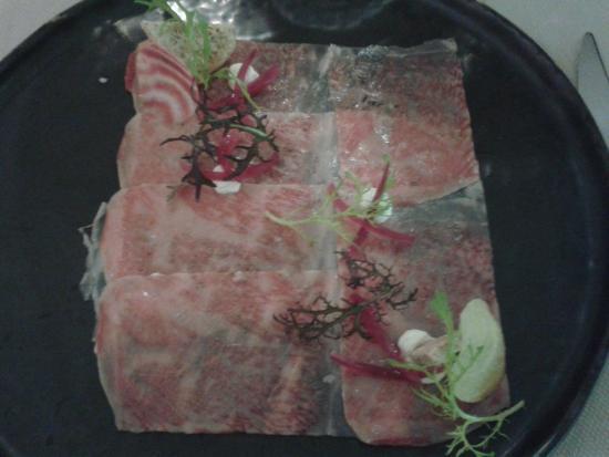 L'O De Source: Carpaccio de boeuf Wagyu, yuzu, créme de raifort