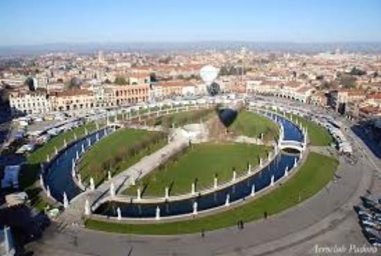 Prato della valle vista dall 39 alto picture of prato for Prato della valle oggi